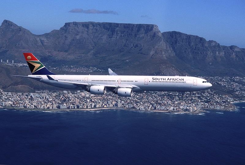 Avião sobrevoando toda a África do Sul