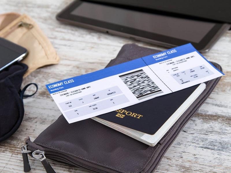 Passagem aérea e passaporte para uma viagem na África do Sul
