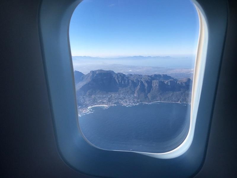 Avião sobrevoando a África do Sul