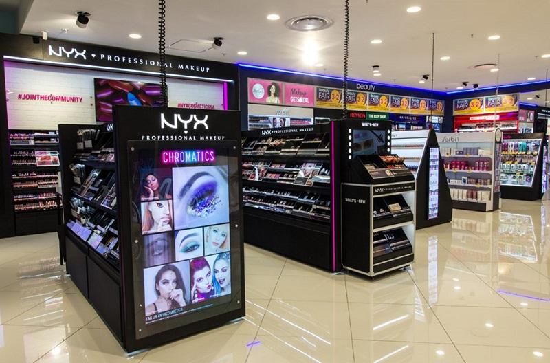 Comprar maquiagens no shopping Canal Walk na Cidade do Cabo