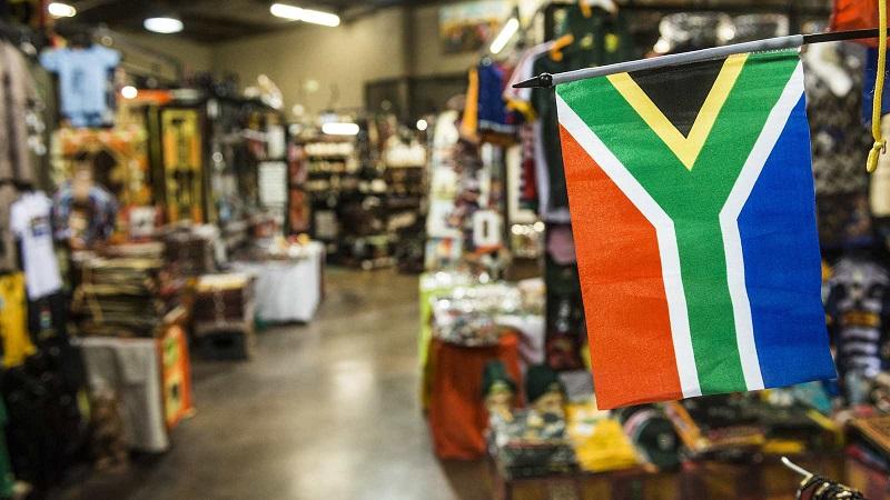 Compra de lembrancinha na África do Sul