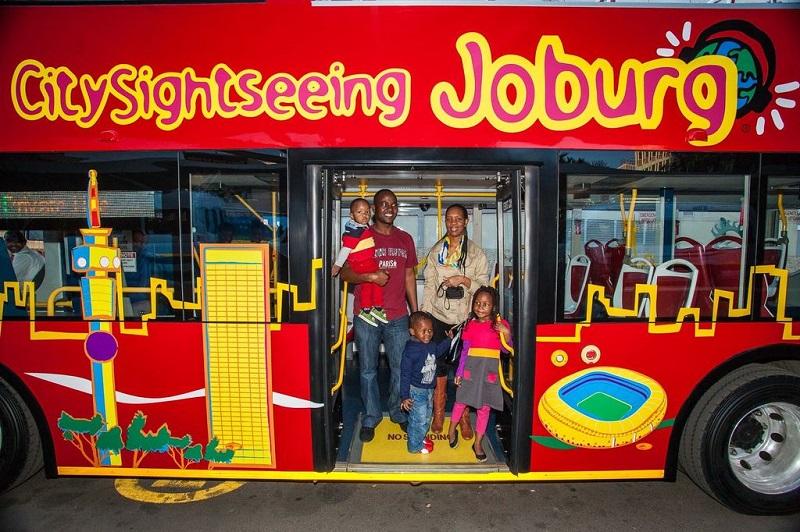 Fazer um passeio de ônibus turístico Sightseeing com crianças em Joanesburgo