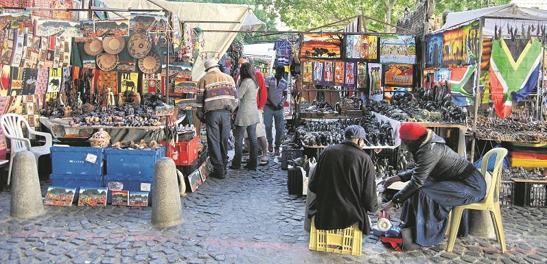 Comprar lembrancinhas e souvenirs no Greenmarket Square na Cidade do Cabo