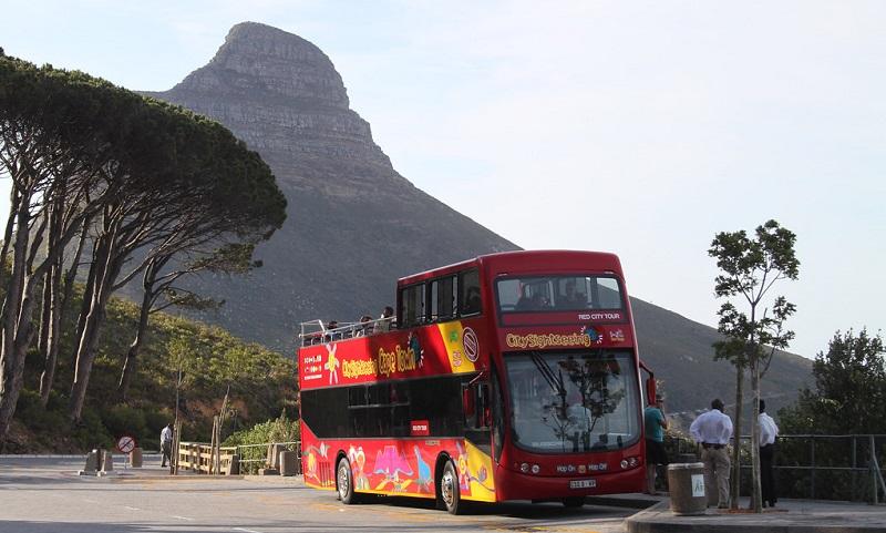 Vista de ônibus turístico na Cidade do Cabo