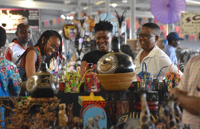 Comprar lembrancinhas e souvenirs no Rosebank Sunday Market em Joanesburgo