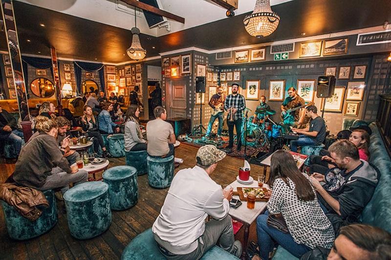 Bar/Balada Harringtons Cocktail Lounge na Cidade do Cabo