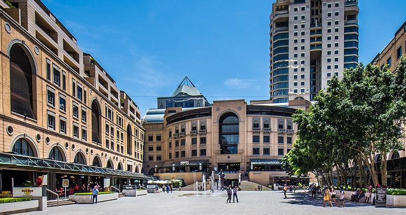 Comprar relógios na Nelson Mandela Square em Joanesburgo