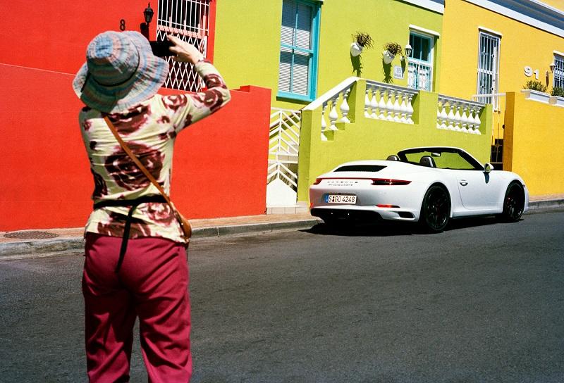 Turista em Bo Kaap na Cidade do Cabo