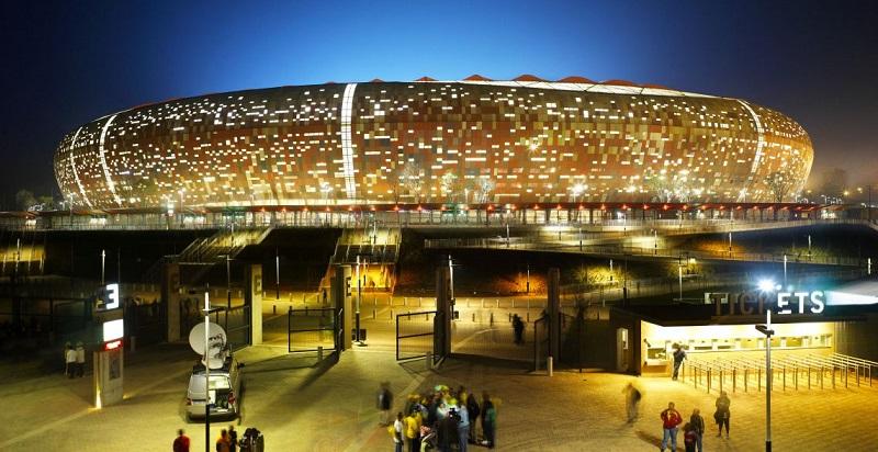 Soccer City durante à noite