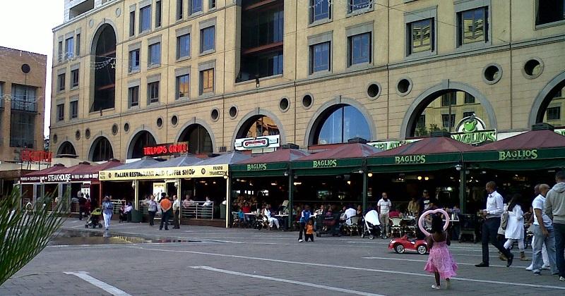 Restaurantes na Nelson Mandela Square em Joanesburgo