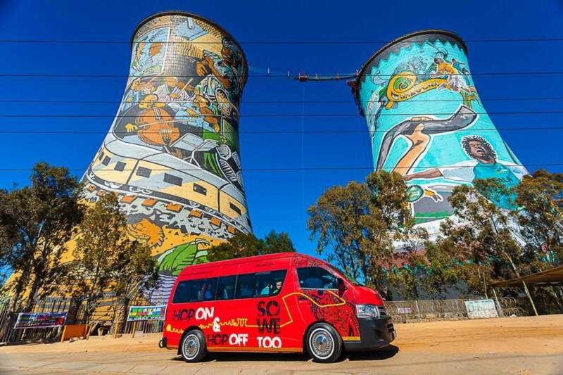 Ônibus turístico em Soweto