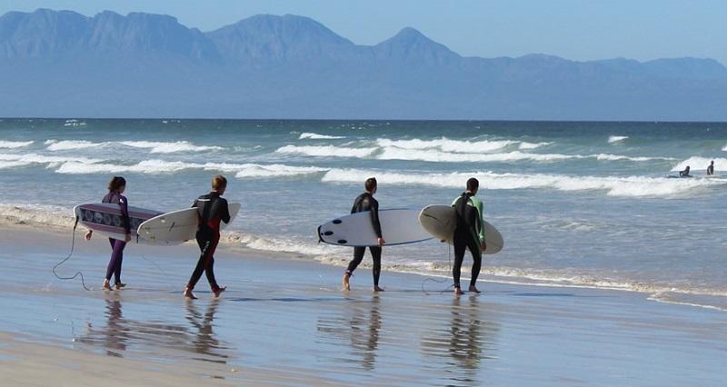 Surf na Muizenberg Beach na Cidade do Cabo
