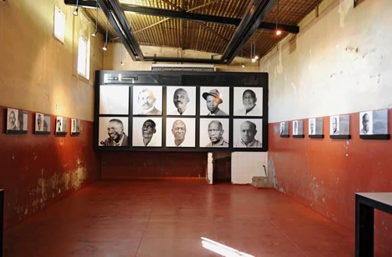 Interior da Constituição Hill em Joanesburgo