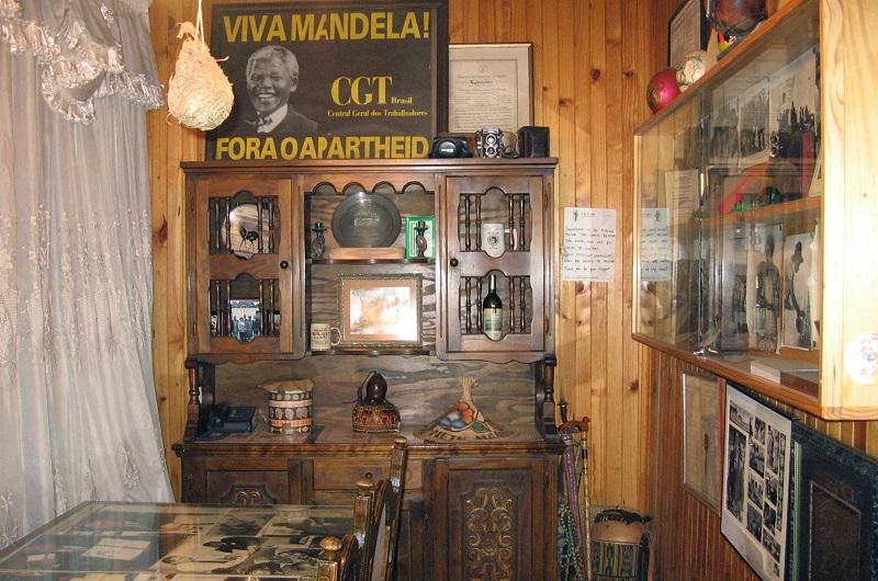 Interior da Casa Nelson Mandela em Joanesburgo