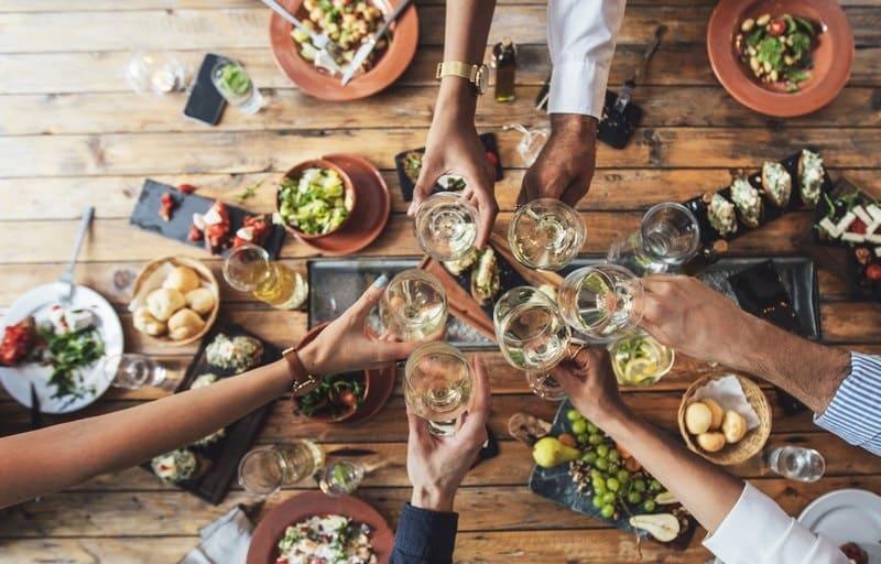 Brinde em restaurante da África do Sul