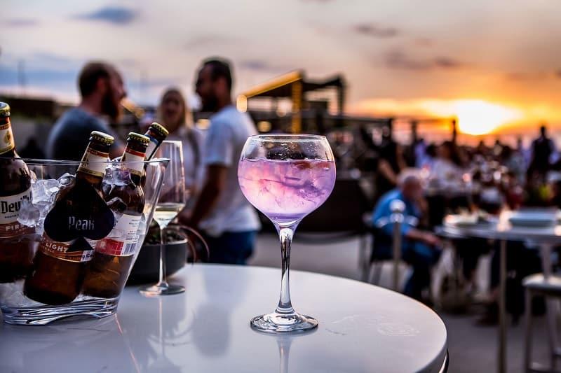 Drink em bar de Joanesburgo