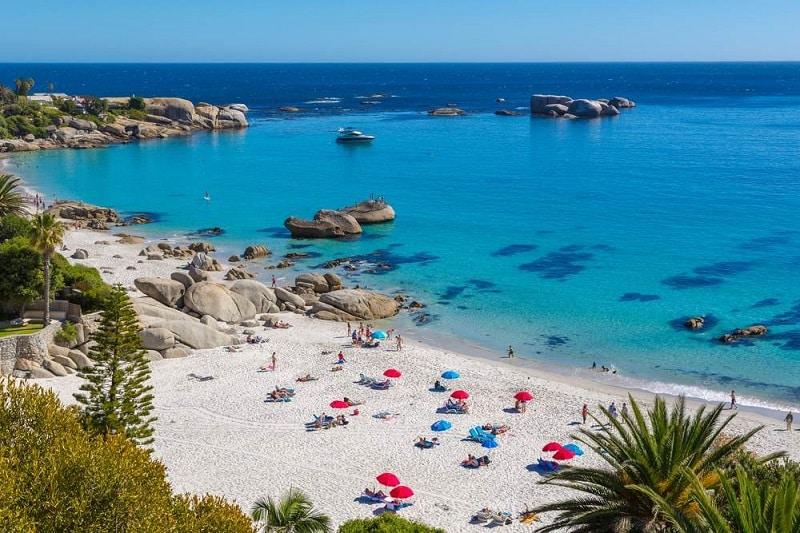 Beleza da Clifton Beach na Cidade do Cabo