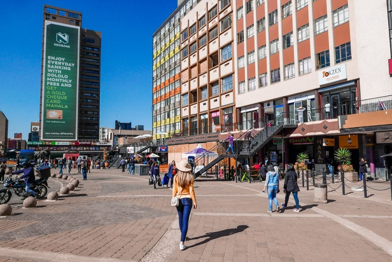 Turistas andando em Joanesburgo - África do Sul