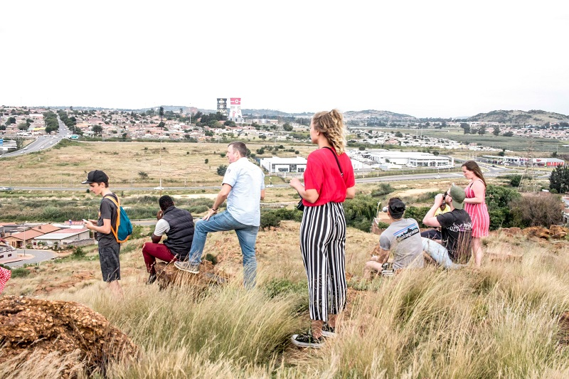Turistas explorando Soweto - Joanesburgo