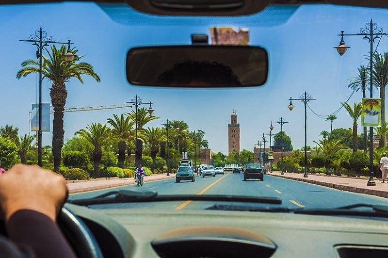 Dirigindo m Marrakech no Marrocos